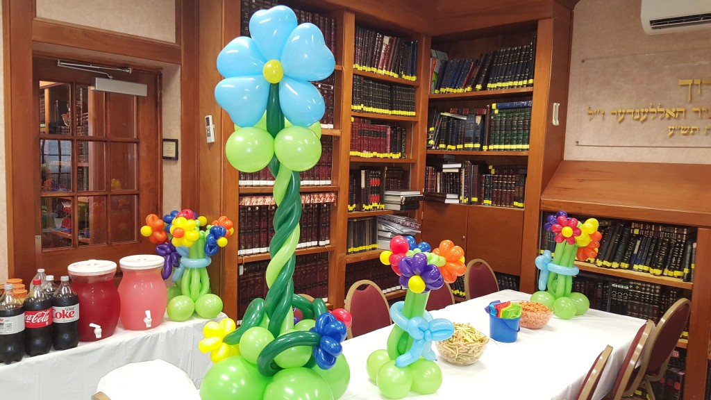 Flower themed Balloon Centerpieces